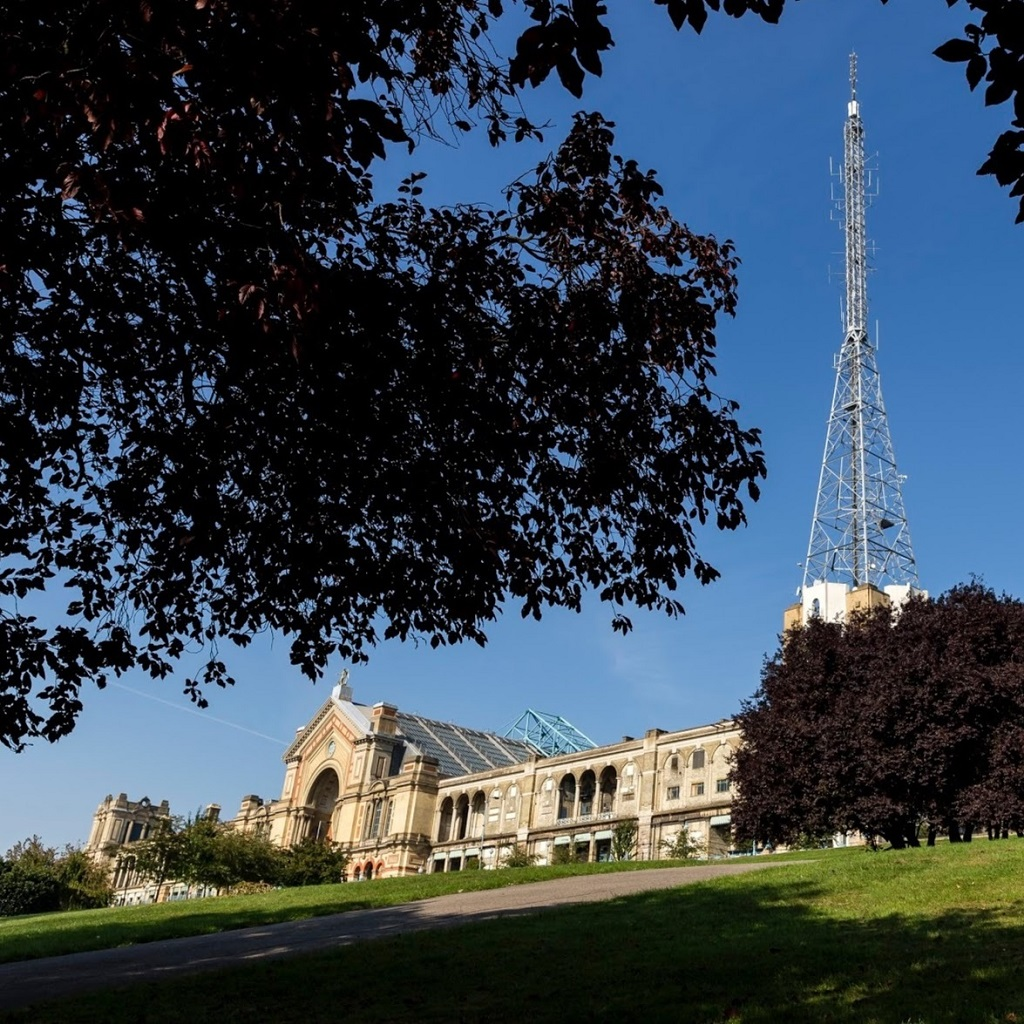 The home of The Masters snooker tournament, Alexandra Palace. Image from google: https://lh6.googleusercontent.com/-rVSI8L_R9pw/AAAAAAAAAAI/AAAAAAAAAOQ/iOf_mQ2ABr8/s0-c-k-no-ns/photo.jpg
